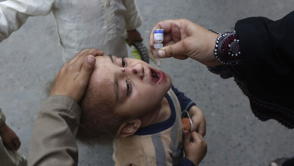 Pakistan launches anti-polio drive amid surge in coronavirus