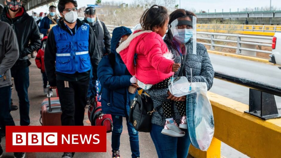 Thousands of asylum seekers cross US-Mexico border – BBC News