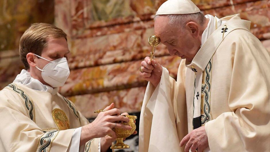 Pope Francis, in Easter message, slams weapons spending in time of COVID-19